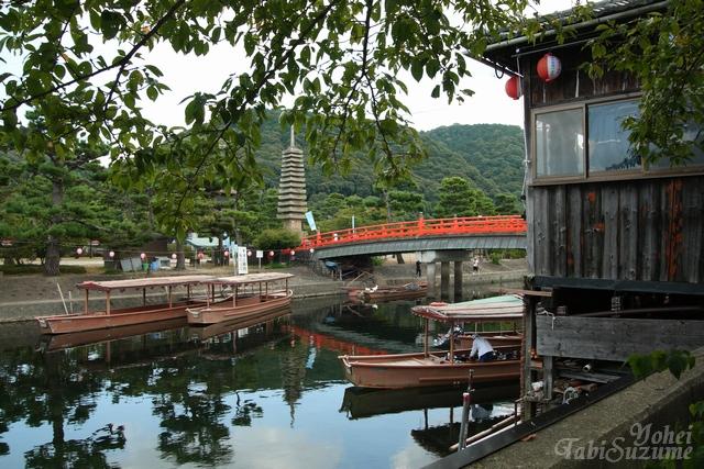 京都府宇治市・画像02宇治川と屋形船